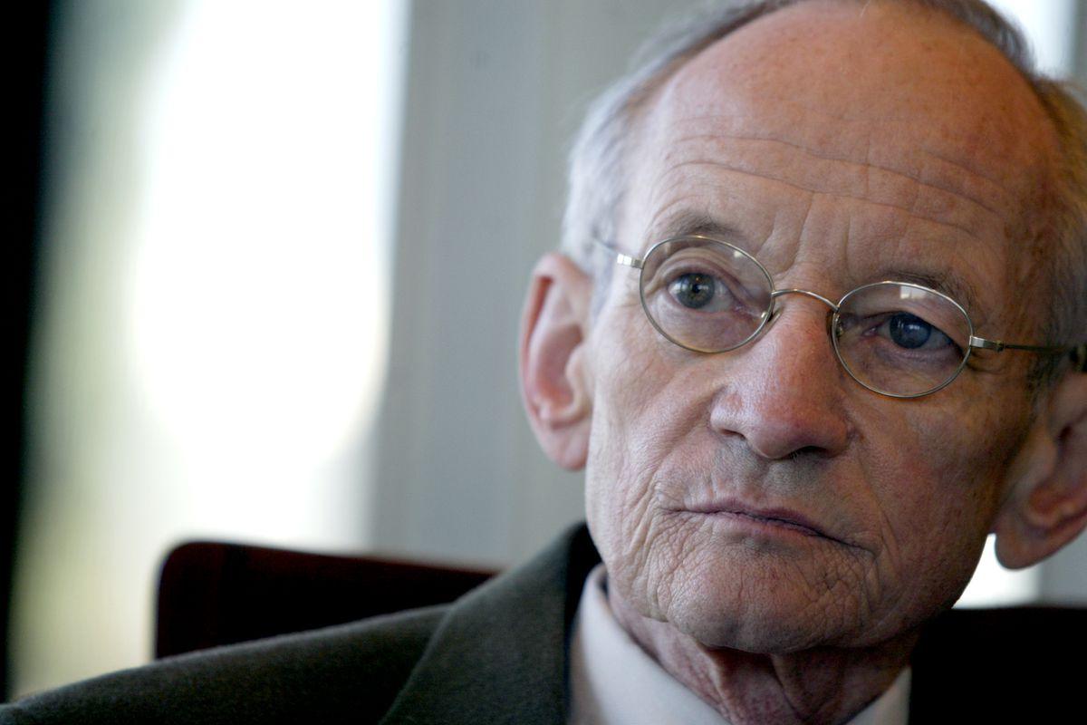 Slug: ST-Read-Poet Date: 10.6.2004 Kevin Clark\ The Washington Post Neg #: 160375 Washington, DC Ted