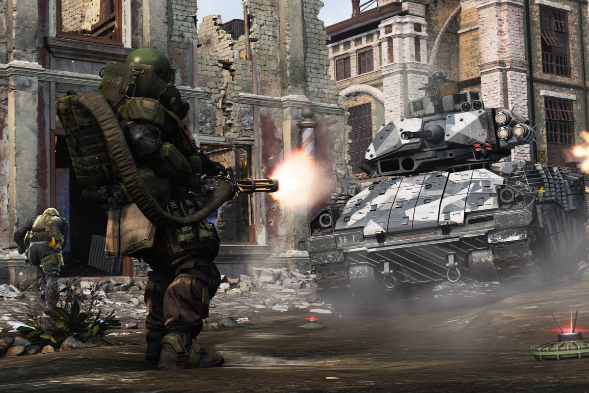 a player wearing heavy Juggernaut armor faces another player firing an assault rifle and a tank in a screenshot from Call of Duty: Modern Warfare (2019)