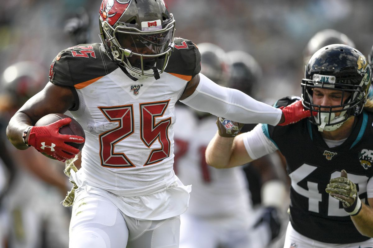 Tampa Bay Buccaneers running back Peyton Barber runs the ball in for a touchdown during the first quarter against the Jacksonville Jaguars at TIAA Bank Field.