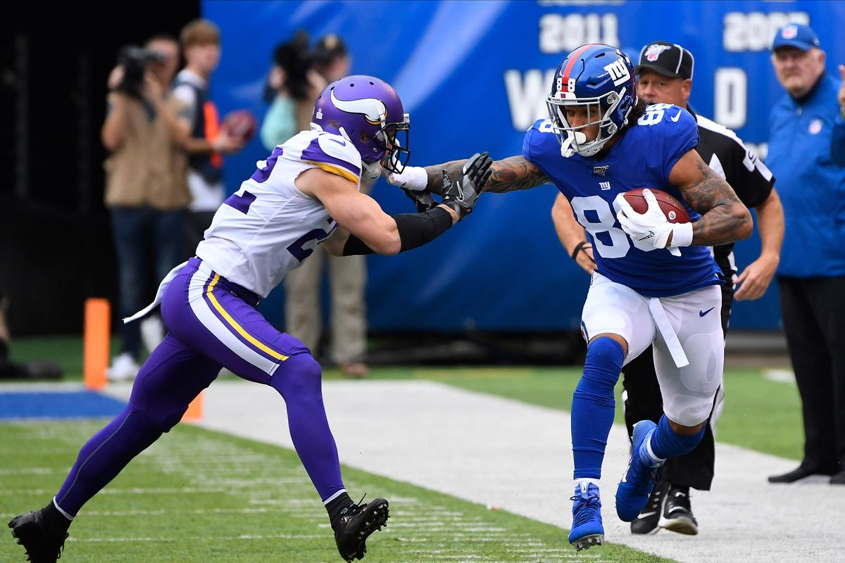 New York Giants tight end Evan Engram gets a first down in the first quarter as Minnesota Vikings free safety Harrison Smith defends at MetLife Stadium.