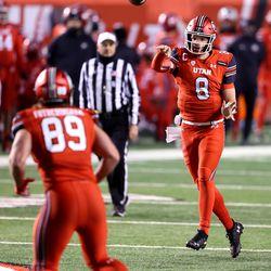 Utah Utes quarterback Jake Bentley (8) passes to teammate Utah Utes tight end Cole Fotheringham (89) as Utah and Oregon State play a college football game at Rice Eccles stadium in Salt Lake City on Saturday, Dec. 5, 2020. Utah won 30-24.