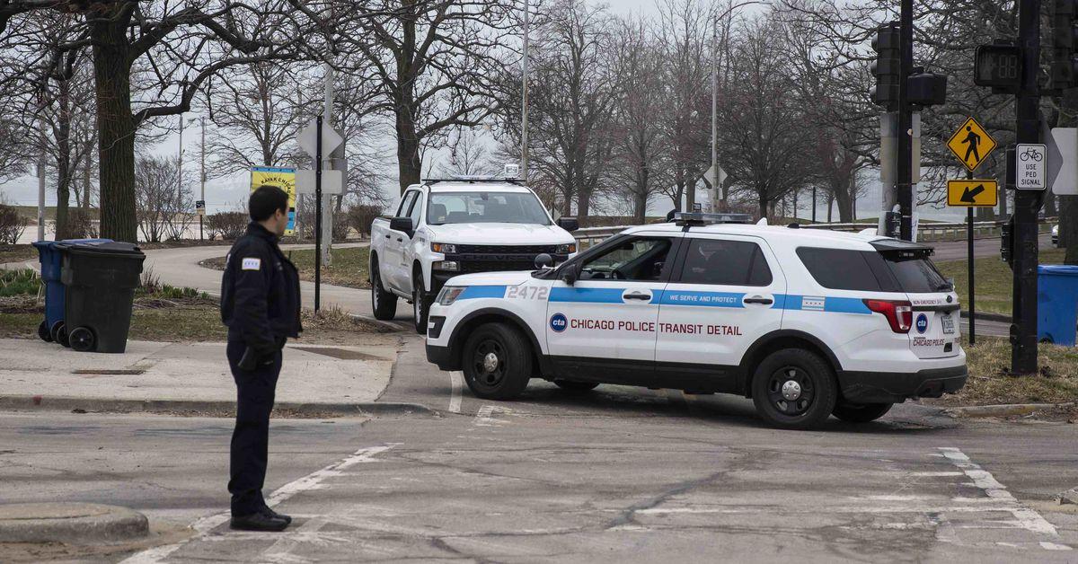 Chicago lakefront shut down by coronavirus : 606 trail , Riverwalk closed to public