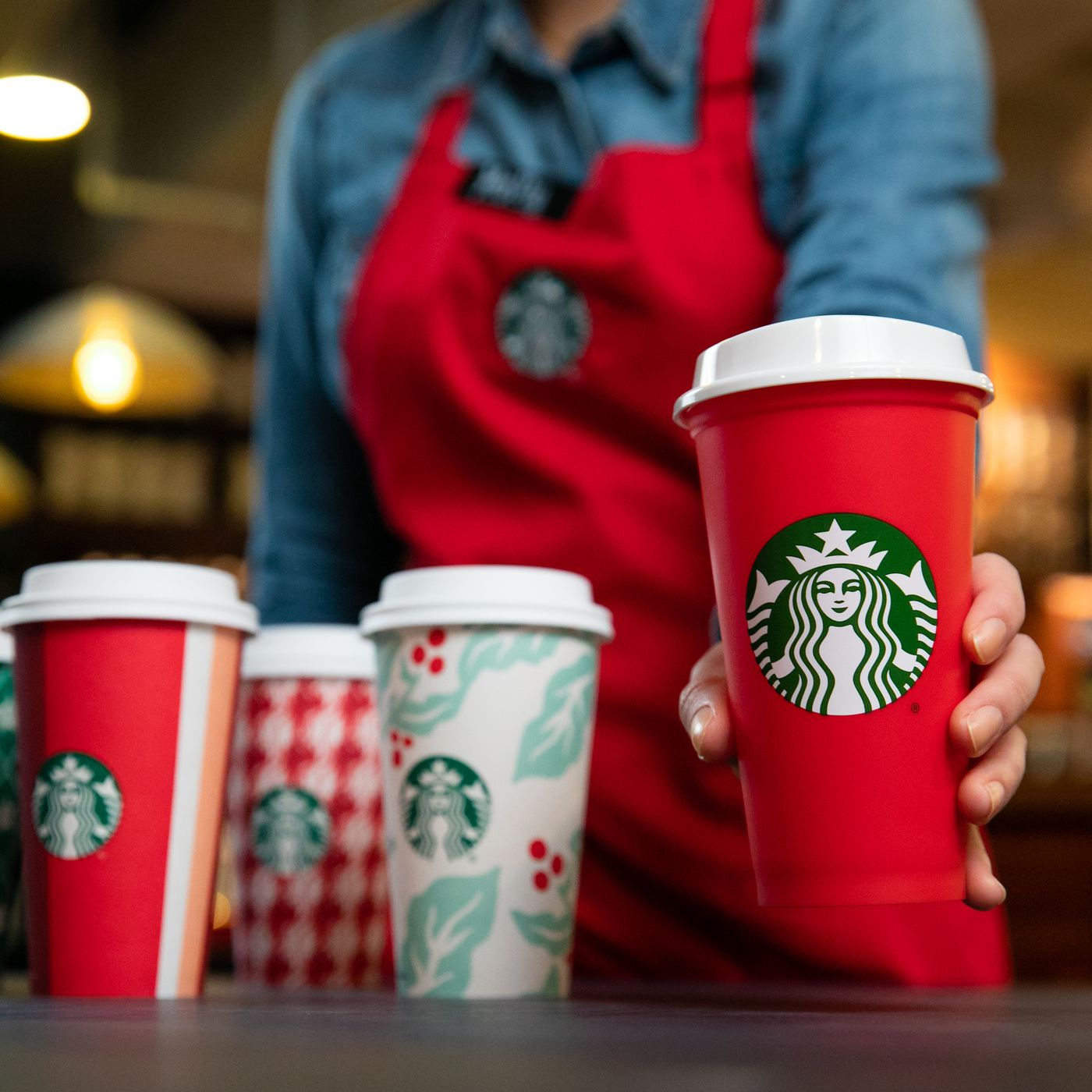 22c45964413 The controversial history of the annual Starbucks holiday cup - Vox