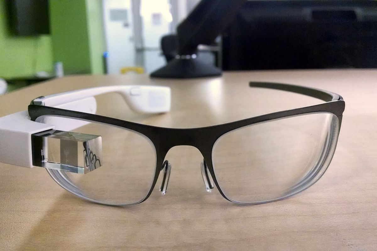 21cff53f4d Google manager reportedly posts photos of prescription Glass ...