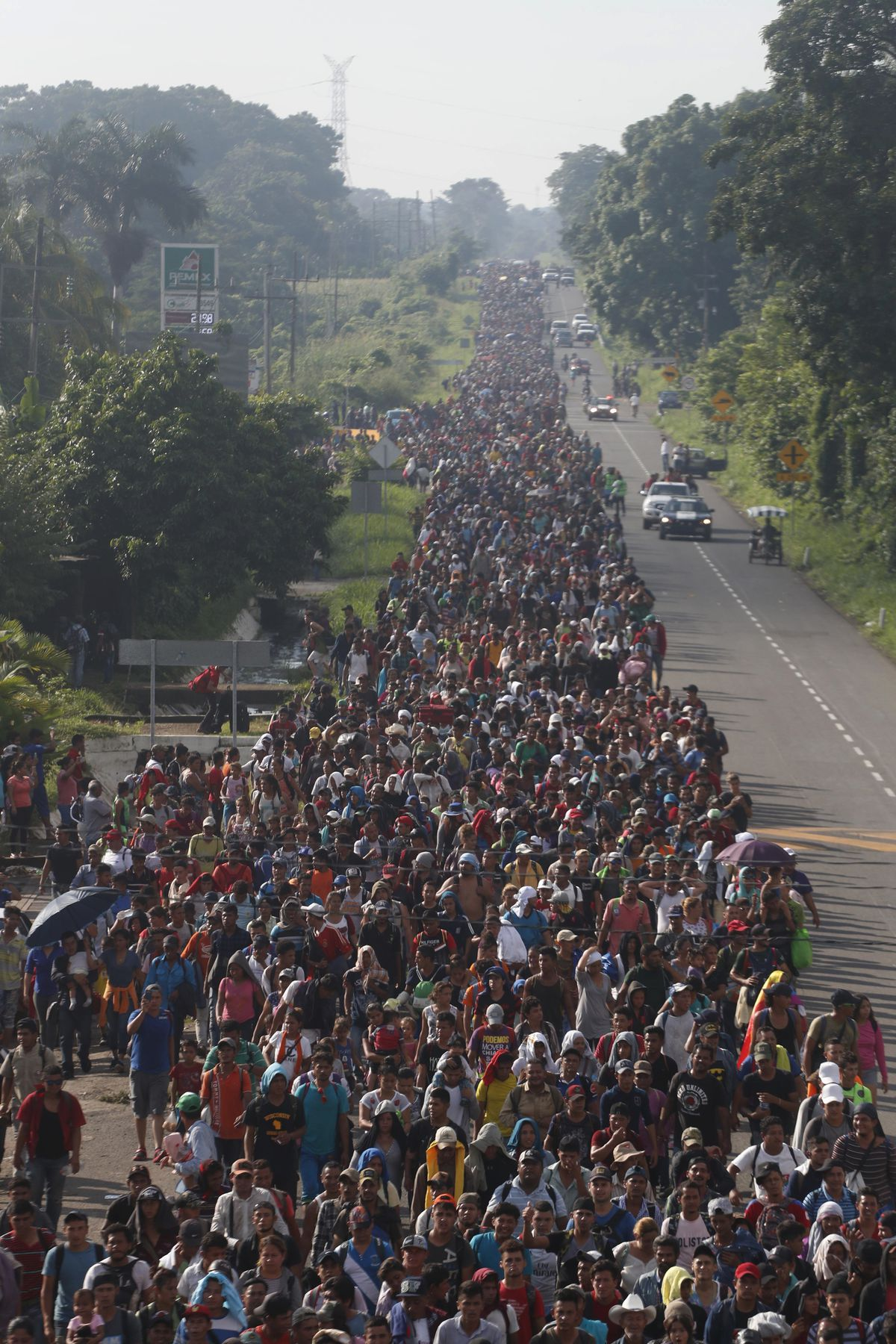 Central American migrants walking to the U.S. start their day departing Ciudad Hidalgo, Mexico, Sunday, Oct. 21, 2018. | AP Photo/Moises Castillo