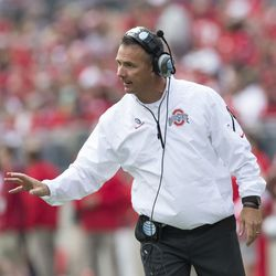 Urban Meyer gives instructions.