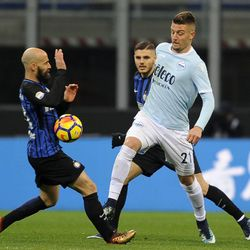 Sergej Milinkovic Savic of SS Lazio compete for the ball with Borja Valero of FC Internazionale during the serie A match between FC Internazionale and SS Lazio at Stadio Giuseppe Meazza on December 30, 2017 in Milan, Italy.
