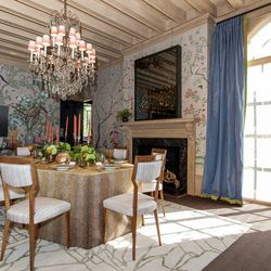 """The dining room, by George Brazil and Cecilia Sagrera-Hill of SagreraBrazil Design kept the original wallpaper. Photos by <a href=""""http://patriciachangphotography.com"""">Patricia Chang</a>."""