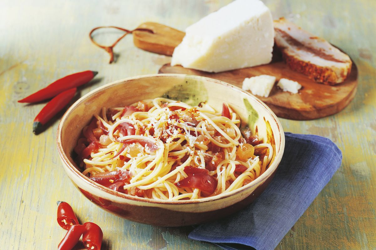 Spaghetti calabrese-style with cheese