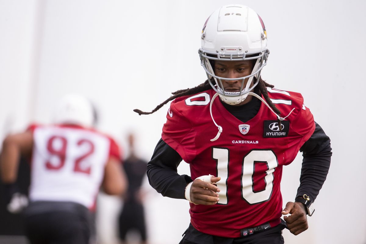 Arizona Cardinals wide receiver DeAndre Hopkins warms up during practice on Sept. 11, 2020, at Dignity Health Arizona Cardinals Training Center in Tempe, Ariz