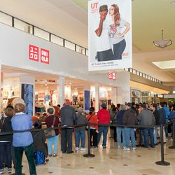 Shoppers waiting for the Daly City opening