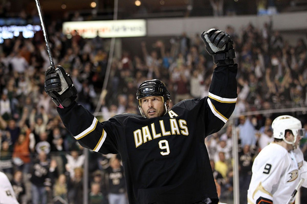 DALLAS - APRIL 08:  Center Mike Modano #9 of the Dallas Stars celebrates his goal against the Anaheim Ducks at American Airlines Center on April 8, 2010 in Dallas, Texas.  (Photo by Ronald Martinez/Getty Images)