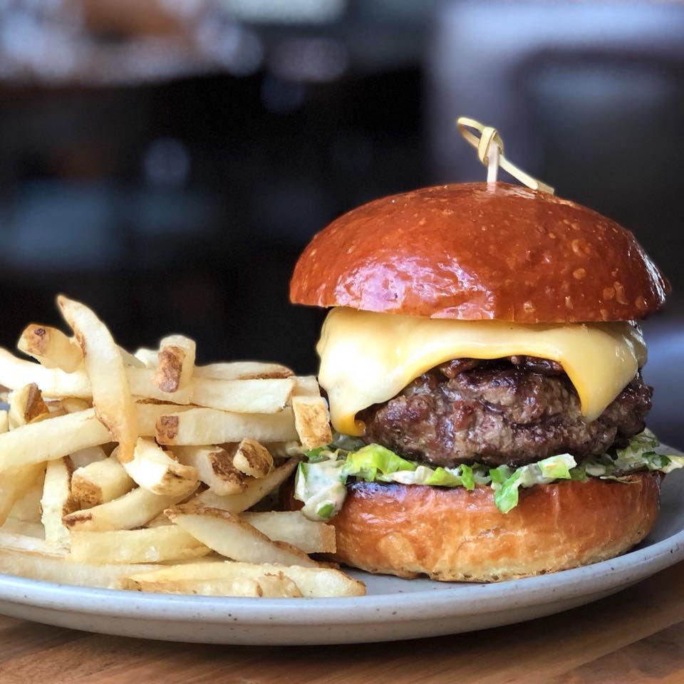 Burger at Four Seasons