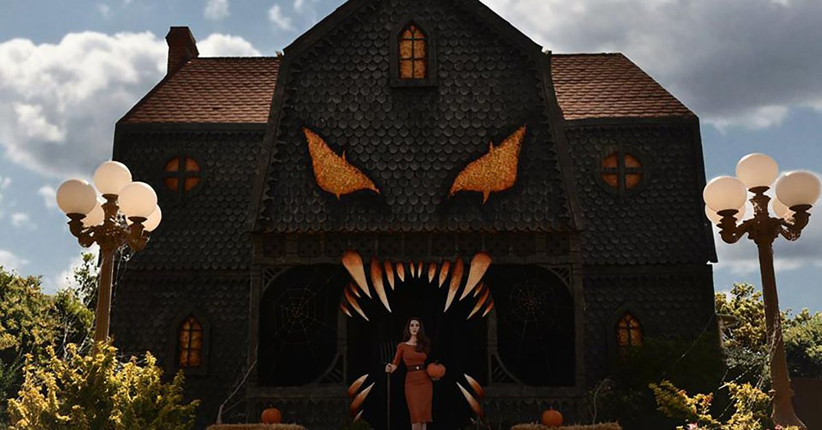 Christine McConnell's Halloween Decorations Transform
