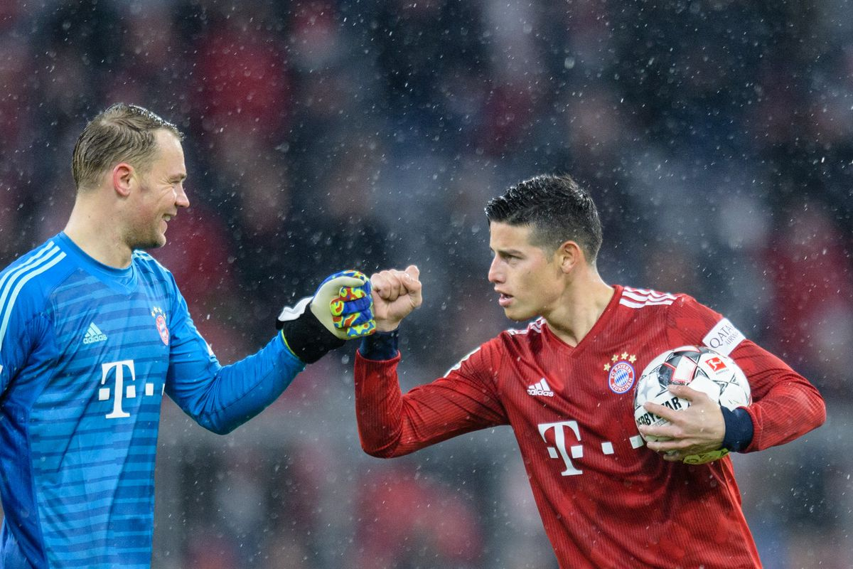 FC Bayern Munich - FSV Mainz 05 17 March 2019, Bavaria, München: Soccer: Bundesliga, FC Bayern Munich - FSV Mainz 05, 26th matchday in the Allianz Arena. James Rodriguez (r) and goalkeeper Manuel Neuer of FC Bayern Munich cheer after the final whistle. Photo: Matthias Balk/dpa - IMPORTANT NOTE: In accordance with the requirements of the DFL Deutsche Fußball Liga or the DFB Deutscher Fußball-Bund, it is prohibited to use or have used photographs taken in the stadium and/or the match in the form of sequence images and/or video-like photo sequences.