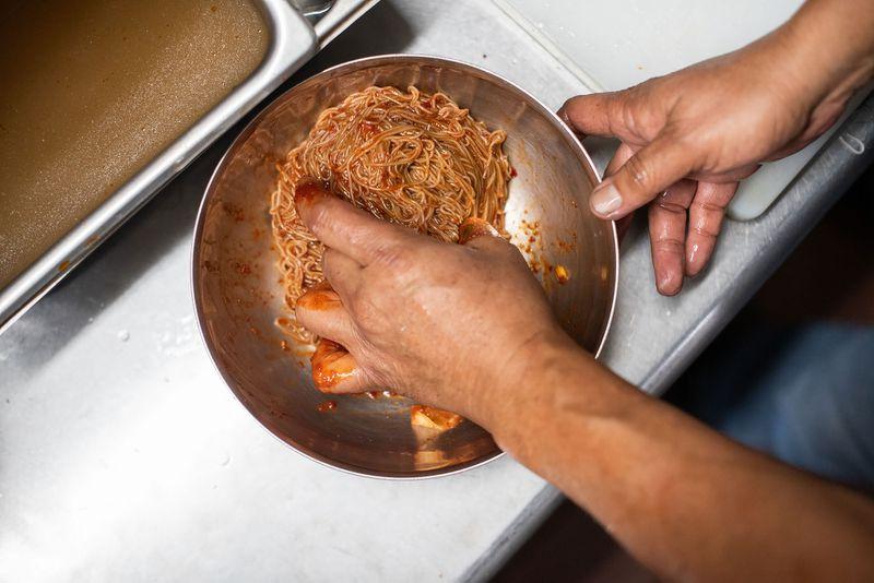 Mixing the bibim naengmyeon