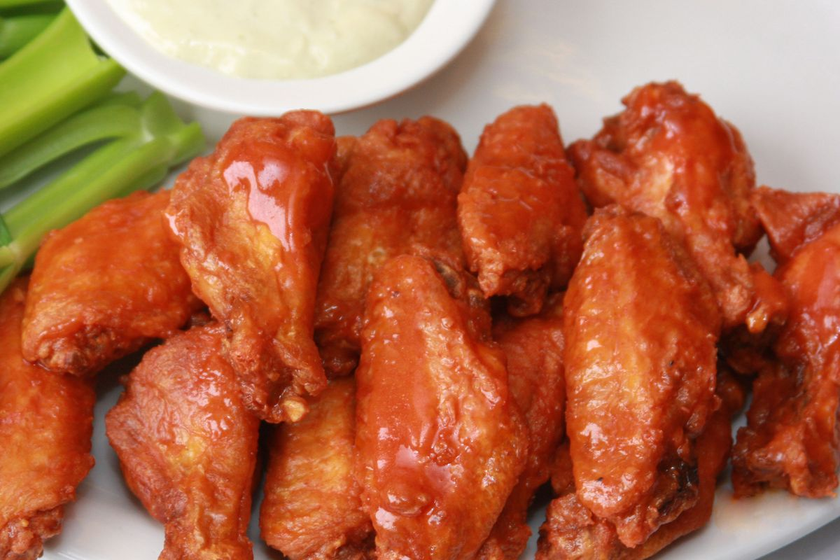 anchor bar wings on plate