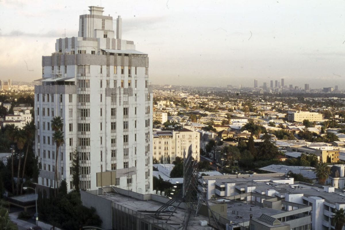 A photo of the Sunset Tower Hotel.