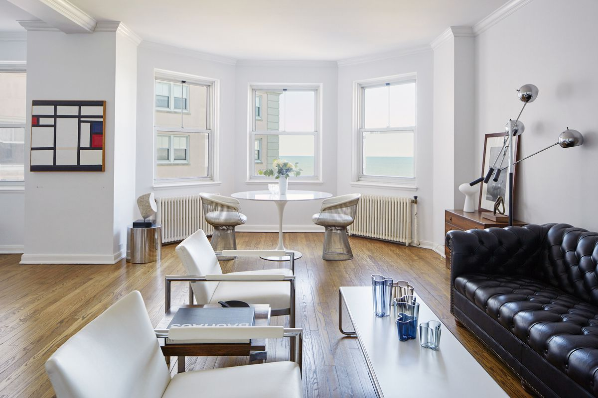 Bright And Breezy One Bed At Edgewater Beach Apartments Asks 189k