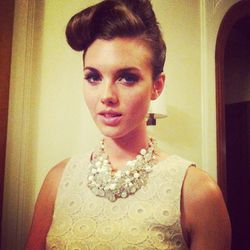 We love the vintage appeal of this model's 'do combined with the BR Mad Men shell sleeve shirt and bauble bib.