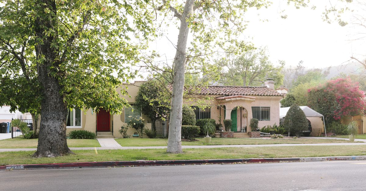 How much does it cost to buy a house in LA right now?