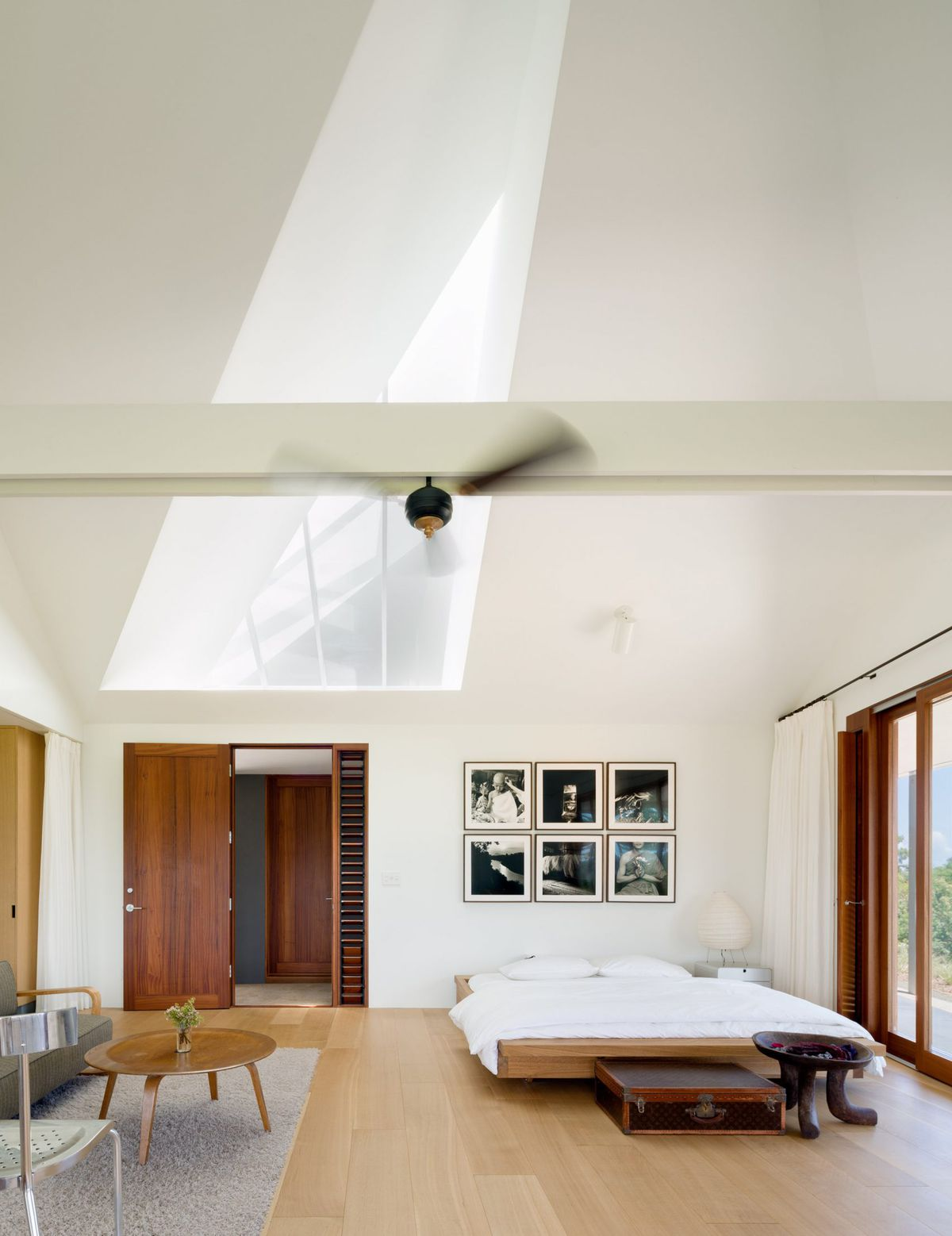 Hawaiian home lives large with massive roof, courtyard, and ...