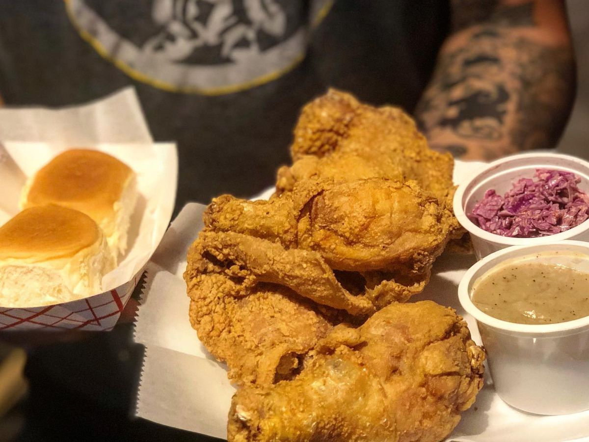 Fried chicken pictured with Hawaiian rolls and two sauces.