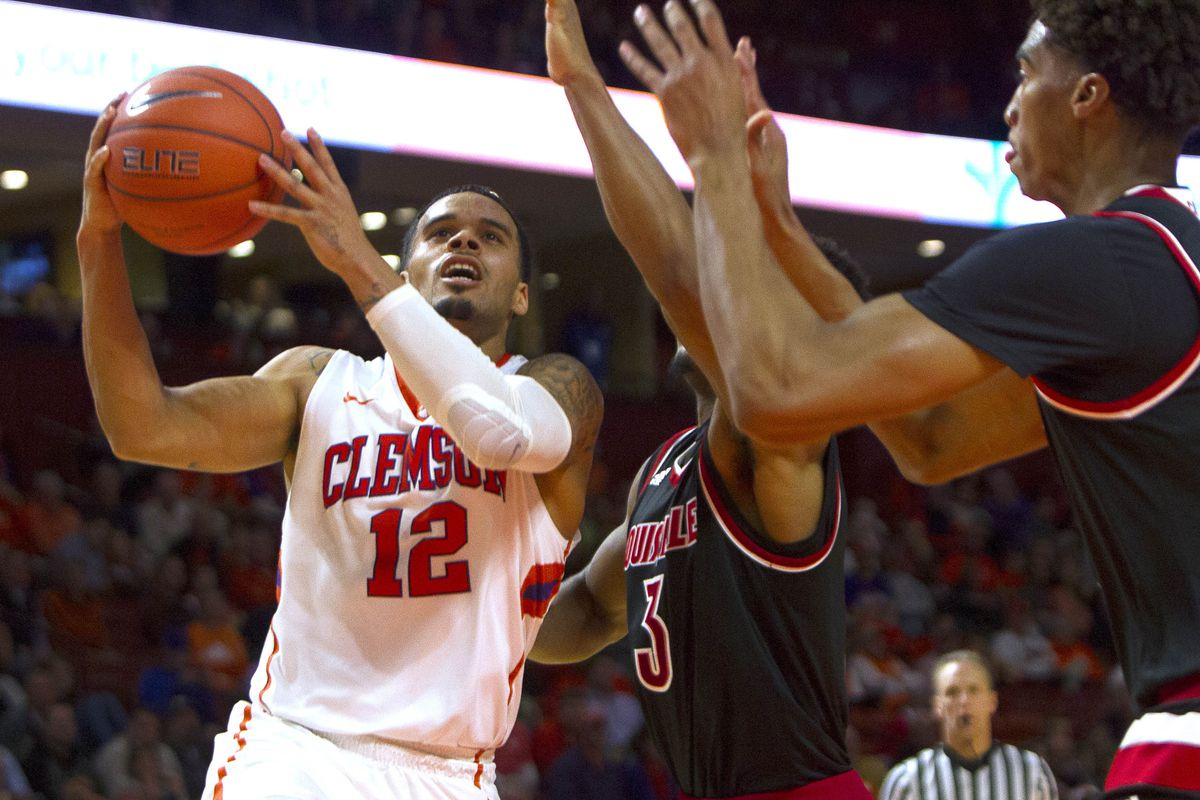 Avry Holmes scored 16 points and hit the game-clinching free throws against Louisville.