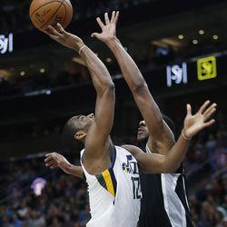 Utah Jazz guard Alec Burks (10) drives on San Antonio Spurs forward LaMarcus Aldridge (12) in Salt Lake City on Thursday, Dec. 21, 2017.