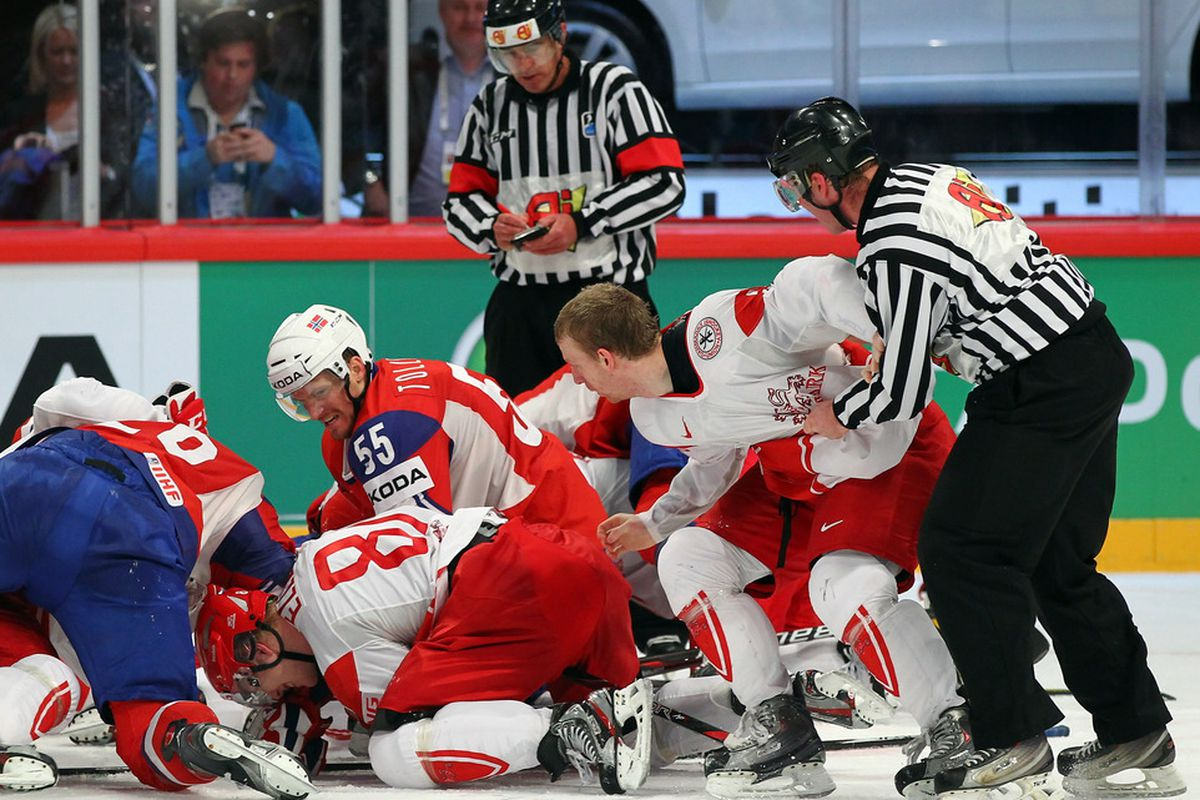 Fights at the WC? (And yes, the ref is taking notes, old school style.)