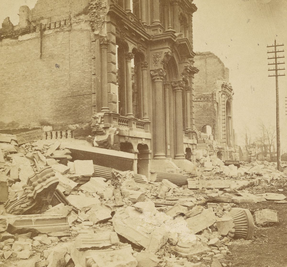 Washington Street in downtown Chicago after the Great Chicago Fire of 1871.