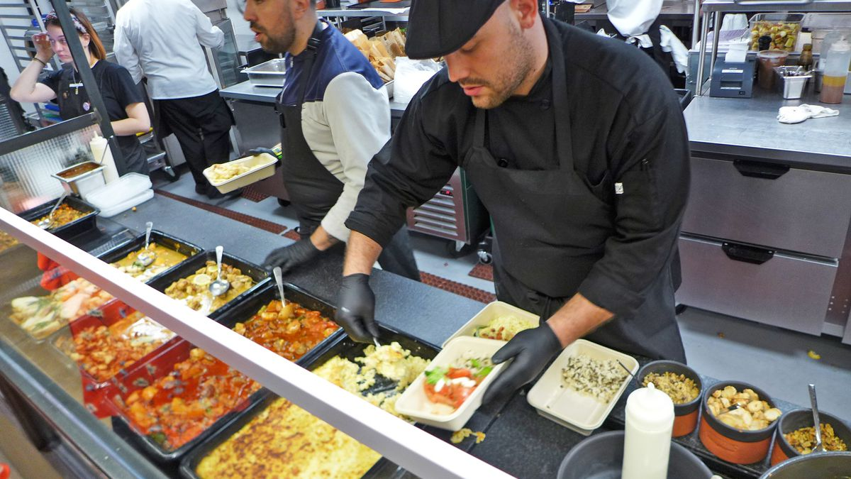 A number of difficult decisions must be made as the attendant assembles your bowl at Fournos Theophilos.