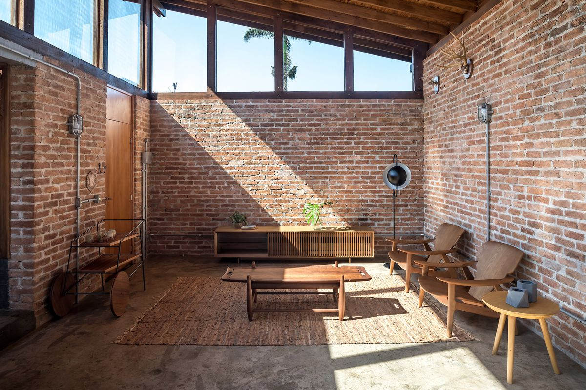 Living room with clerestory windows