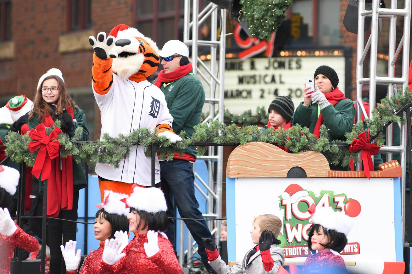 A letter to santa paws bless you boys santa paws at the thanksgiving day parade in detroit michigan tim fuller usa today sports spiritdancerdesigns Images