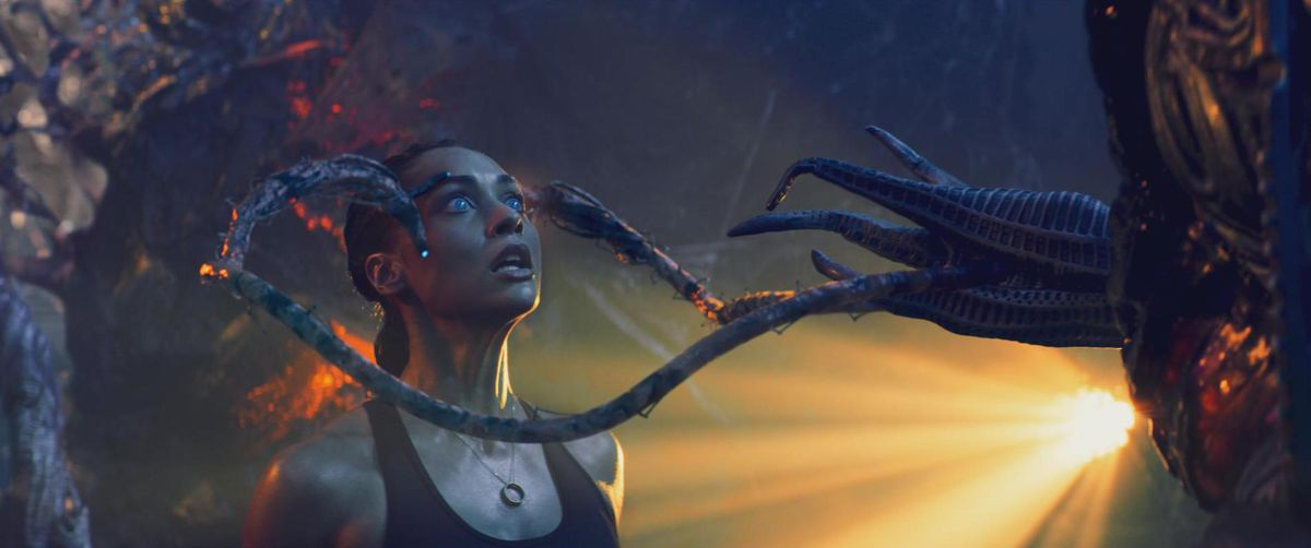 Skylines:  An alien tentacles grab a woman's forehead