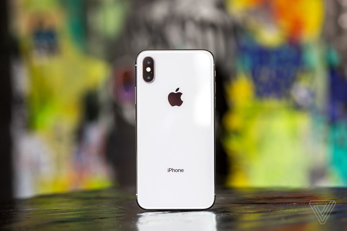 on sale 55347 b9d80 Apple's iPhone XS battery case actually works with the iPhone X ...