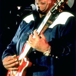 Blues musician Lonnie Brooks in 2004