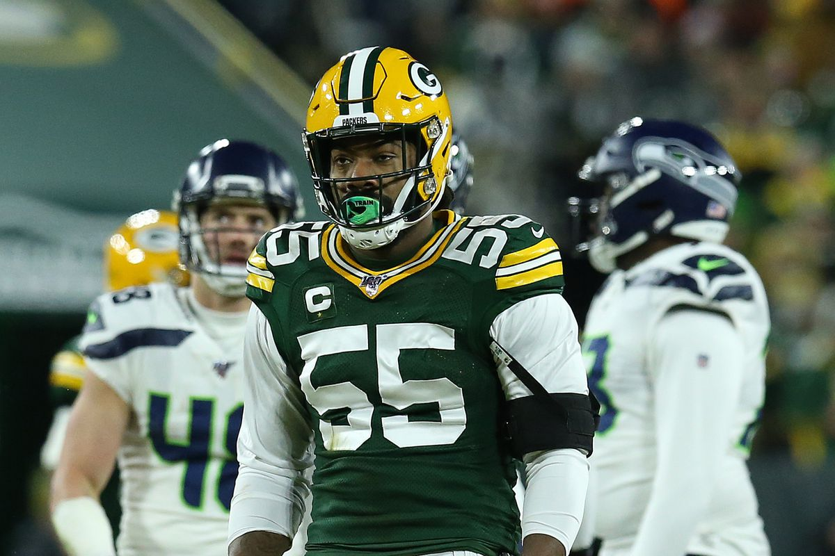 Za'Darius Smith of the Green Bay Packers reacts as they take on the Seattle Seahawks in the first quarter of the NFC Divisional Playoff game at Lambeau Field on January 12, 2020 in Green Bay, Wisconsin.