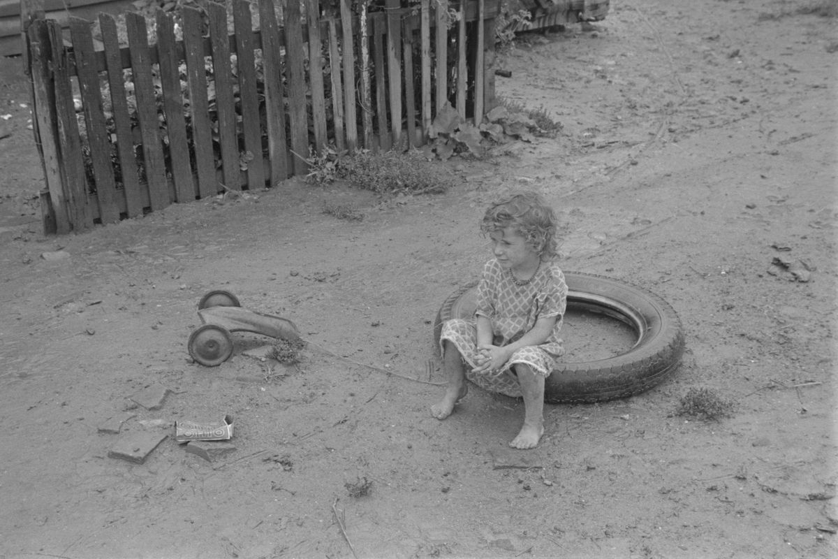 Child dwellers in Circleville's Hooverville, 1938
