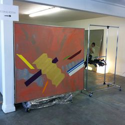 The entrance to the dressing room features a Kelly Wearstler painting