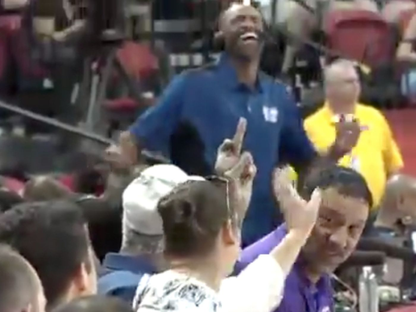 Bill Russells Flipping The Bird Again This Time At Vince Carter