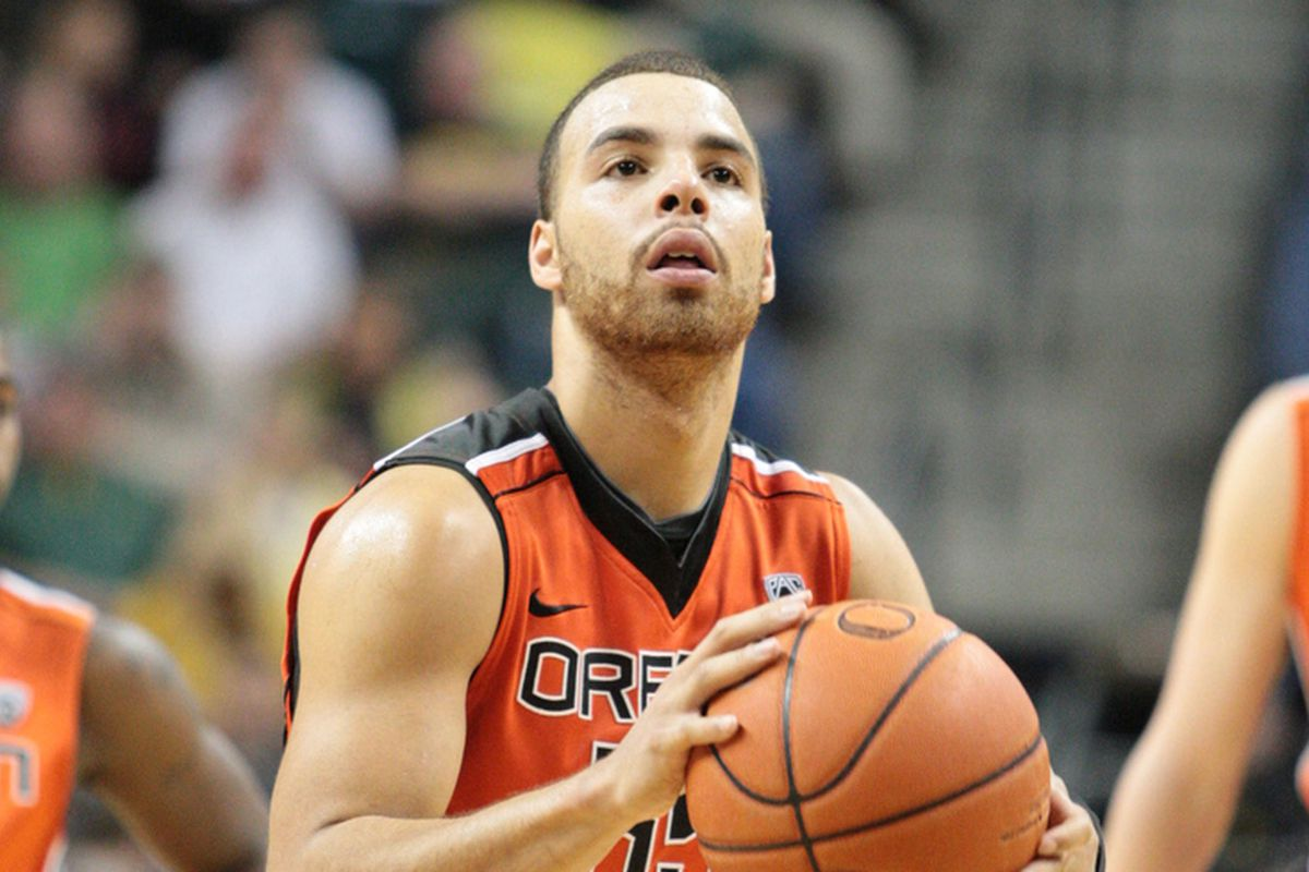 Roberto Nelson had a game high 31 points for Oregon St., but didn't get enough help for the Beavers to hold off Oregon.