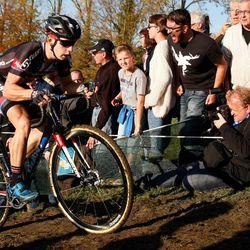 Lars van der Haar trying to hang on