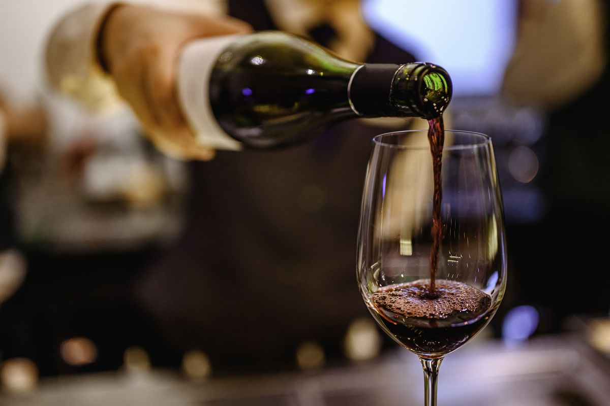 Red wine contains the antioxidant resveratrol, which makes it an antioxidant-rich choice for a beverage, when consumed in moderation.