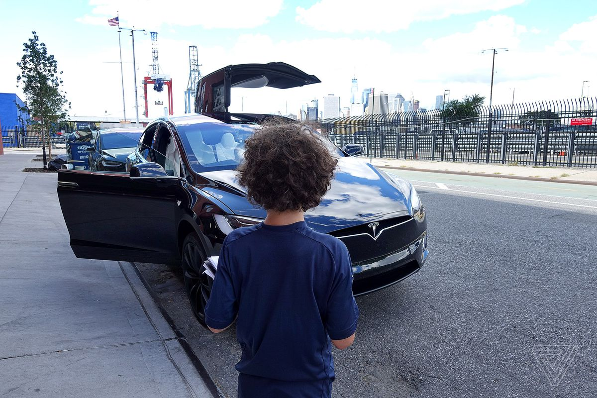 A nine-year-old reviews the Tesla Model X - The Verge
