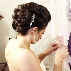 """Michelle Forst, senior stylist at <a href=""""http://georgethesalon.com/"""">George the Salon</a> [23 West Hubbard Street, 4th Floor], loves giving brides what she calls """"soft, romantic, and sexy"""" styles. And a dainty, sparkly accessory never hurts! [Photo: Cou"""
