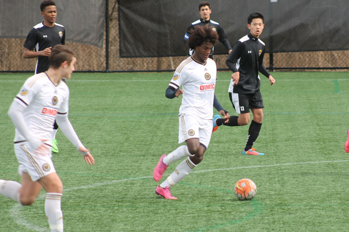 Yosef Samuel attacking the Baltimore Armour defense with Max Sakiewicz to his right