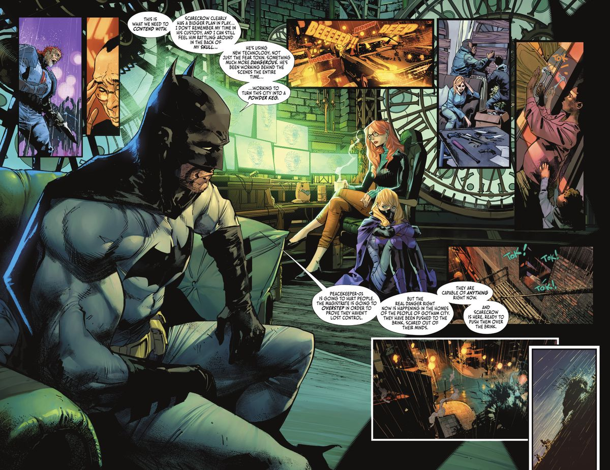Batman explains the state of the city as a concerned Oracle/Barbara Gordon and a frightened Spoiler/Stephanie Brown look on, and inset panels show a raging Peacekeeper-01, a cowed Simon Saint, a triumphant Scarecrow, and Gotham citizens boarding up their homes and readying weapons in Batman #112 (2021).