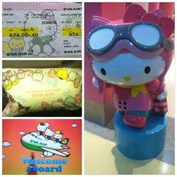 """Hello Kitty everywhere!"" - <a href=""http://instagram.com/p/fGpPu-NWPL/"">@ayeooosabz</a>"