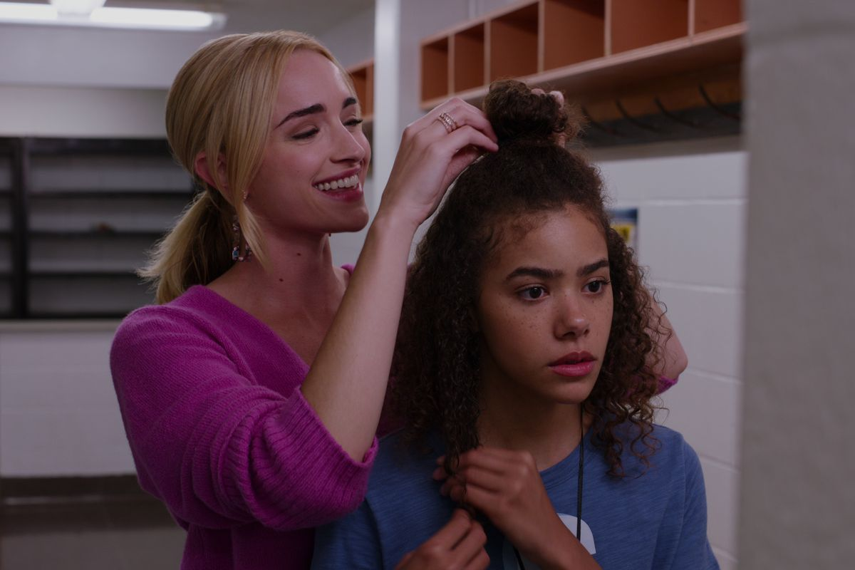 georgia doing ginny's hair in Ginny & Georgia